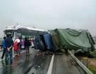 Tai nạn liên hoàn trên cầu Gianh, quốc lộ 1A ùn tắc nghiêm trọng