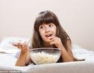 Trẻ lười ăn rau vì xem tivi, điện thoại nhiều?