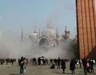Bom khói gây hoảng loạn vì tưởng khủng bố ở Italy