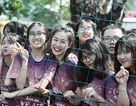 """Học sinh cuối cấp THPT Yên Hòa """"quậy"""" hết mình trong lễ hội bóng nước"""