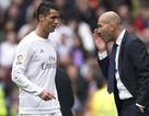 """""""Nhún nhường"""" C.Ronaldo, HLV Zidane chơi chiêu khích tướng"""