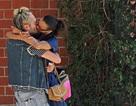 Sao phim Avatar hạnh phúc hôn chồng trên phố