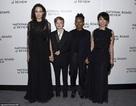 Angelina Jolie gày gò trong bộ váy đen