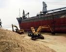 8 tàu bị chìm, mắc cạn ở vịnh Quy Nhơn: Giải cứu thành công 1 tàu mắc cạn