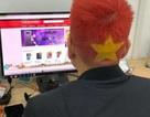 """Cô vợ phấn khích với mái tóc """"cờ đỏ sao vàng"""" của chồng sau chiến thắng của U23 Việt Nam"""