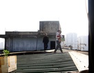 Chủ tịch Hà Nội chỉ đạo khắc phục ngay vụ dân chung cư trèo mái nhà tầng 10