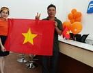 Khách hàng bất ngờ nhận cờ và áo trước chung kết U23 châu Á từ FPT Telecom