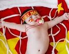 Bé 2 tháng tuổi ngộ nghĩnh trong bộ ảnh cổ vũ U23 Việt Nam