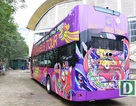 Cận cảnh xe buýt mui trần đưa U23 Việt Nam diễu hành trên phố