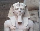 """Tượng Pharaoh 3200 năm tuổi nặng 83 tấn được di dời tới """"nhà mới"""""""