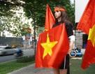 """Chiếc xe """"dị"""" và cổ động viên... """"độc nhất vô nhị"""" của U23 Việt Nam"""