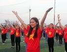 Hà Tĩnh: Gần 1.000 sinh viên rực sắc đỏ nhảy tiếp lửa cho U23 Việt Nam