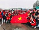 """Cổ động viên Việt Nam tại Trung Quốc """"cháy hết mình"""" trước giờ chung kết"""