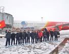 Chuyên cơ chở đội U23 Việt Nam sắp đáp xuống Nội Bài