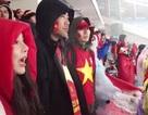 Chuyện cảm động của cổ động viên Việt bên lề sân cỏ Thường Châu
