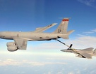 Cận cảnh máy bay Mỹ tiếp nhiên liệu ở độ cao 7.000m