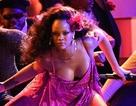 Rihanna bốc lửa trên sàn diễn
