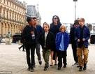 Angelina Jolie cùng các con nổi bật trên phố