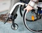 Kích thích điện giúp một người đàn ông liệt chân đi lại được