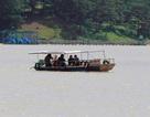 """Thuyền """"chui"""" ngang nhiên hoạt động trên hồ Đan Kia- Suối Vàng"""