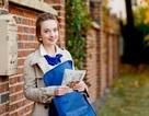 Nhan sắc quyến rũ của các cô gái đưa thư trên khắp thế giới