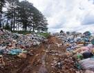 """Đắk Nông: Bãi rác """"nhấn chìm"""" cả đường đi, người dân """"bỏ của chạy lấy người""""!"""