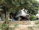 Đôi vợ chồng thoát chết trong gang tấc khi xe tải đâm thẳng vào quán