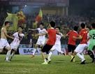 Thắng luân lưu Hà Nội B, Nam Định trụ hạng V-League thành công