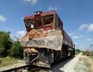 Cắt ngang qua đoàn tàu, xe tải bị cán nát bét