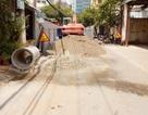 Đổ tiền tỷ làm đường bê tông xong lại đào lên lắp cống thoát nước!