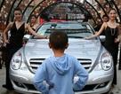 """Đại gia Trung Quốc bị """"tẩy chay"""" vì dùng siêu xe đưa con tới trường"""