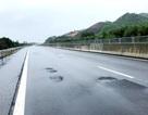 Góc khuất  sau những ổ gà trên đường cao tốc