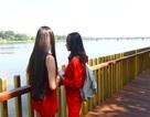 Cận cảnh đường gỗ lim siêu đẹp ven sông Hương