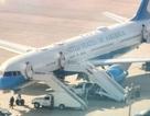 Máy bay chở Đệ nhất phu nhân Mỹ hạ cánh khẩn cấp vì buồng lái bốc khói