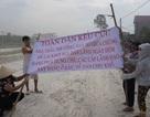 Dân nhiều xã mang đá, gậy gộc ra đường chặn xe tải