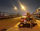 """Giật mình với nạn """"chặt chém"""" công khai trên cầu Long Biên"""