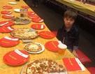 Câu chuyện đằng sau bức ảnh cậu bé mở tiệc đón sinh nhật… một mình