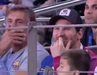 """Messi cười thích thú vì pha cản phá """"khó đỡ"""" của đối thủ"""
