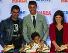 Dính nghi án hiếp dâm, C.Ronaldo vẫn được tôn vinh tại quê nhà