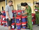 Bắt giữ 100 thùng dầu nhớt, hơn 1.000 bao thuốc lá lậu