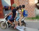 Hà Nội: Nhiều phụ huynh không đội mũ bảo hiểm cho con khi đưa trẻ tới trường