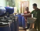 Phát hiện hàng trăm lít ớt xay và phụ gia hết hạn tại cơ sở chế biến thực phẩm