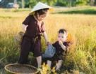 """Cực đáng yêu bộ ảnh """"dắt nhau ra đồng"""" của hai bé gái xứ Nghệ"""