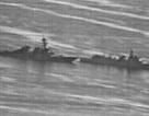 """Khoảnh khắc tàu chiến Trung Quốc """"áp sát nguy hiểm"""" tàu Mỹ trên Biển Đông"""