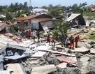 Indonesia: Dùng tay đào xới đống đổ nát tìm kiếm nạn nhân sau thảm họa kép