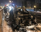 """Hà Nội: Mazda 3 cháy """"tan nát"""" trên đường vành đai 3 trên cao"""