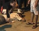 Hà Nội: Nghi án tài xế taxi bị bắn vào bụng, chèn xe qua người
