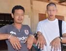 Đàn ông trong làng đua nhau đánh móng tay để trừ ma