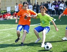 Chỉ có ở THPT Chu Văn An: Phái đẹp đá bóng, phái nam quyết liệt thi nhảy cổ động