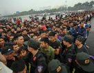 Hàng nghìn người chen chân mua vé trận Việt Nam-Malaysia